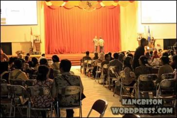 Pengunjung dan suasana panggung di UNS Cultural Night 2012