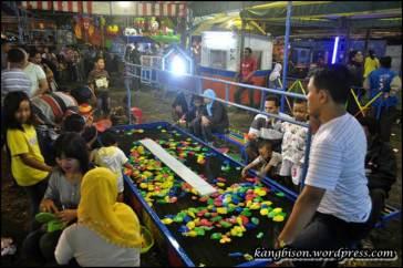 permainan air di pasar malam cembeng