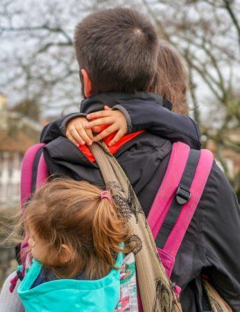 Pourquoi il faut porter les grands enfants