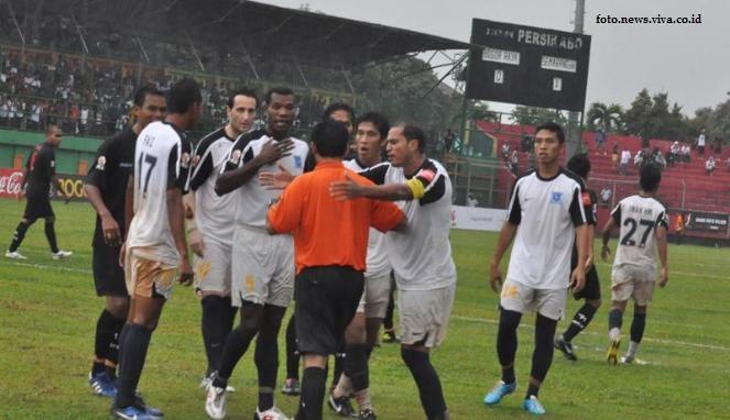 Sejarah Panjang Pemukulan Wasit di Sepakbola Indonesia