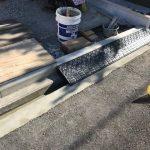 エントランス側溝の補修と段差プレート設置