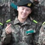 JYJのジュンス訓練所の軍服姿...集合写真は指ハートで♥