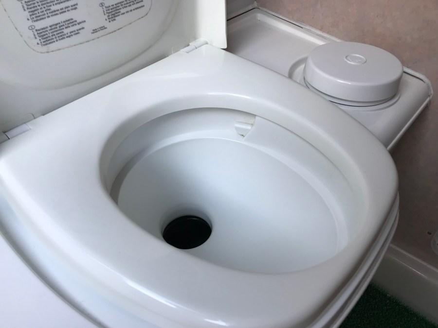 キャンピングカーのカセットトイレ キャンピングカーレンタル滋賀