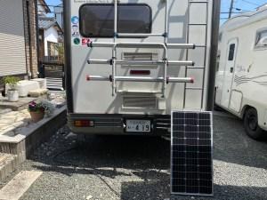 100Wソーラーパネル キャンピングカーにソーラーパネル取り付け バンテックのキャブコンジル キャンピングカーレンタル滋賀カノアカーレンタル