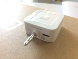 Squareのジャックと充電ランプ