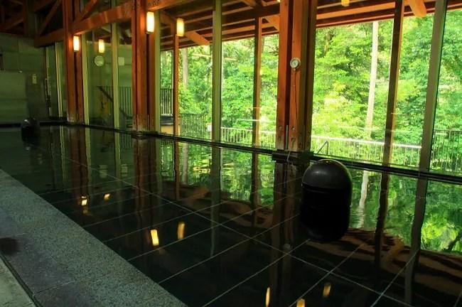 秋川渓谷 瀬音の湯の紹介