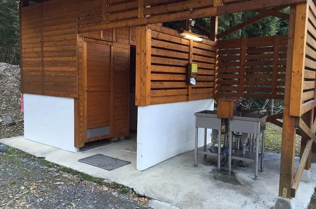 ウエストリバーオートキャンプ場Fサイトの炊事棟