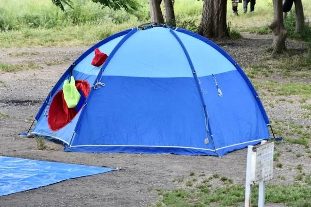 テントには張り綱を