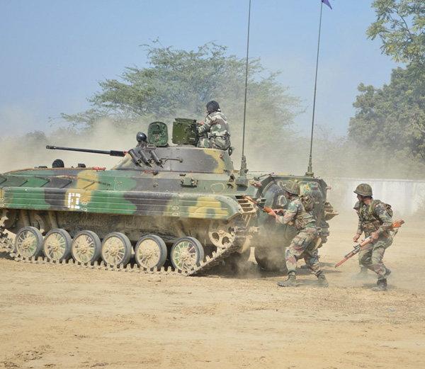 कानपुर में इंडियन आर्मी ने दिखाया युद्ध का लाइव डेमो।