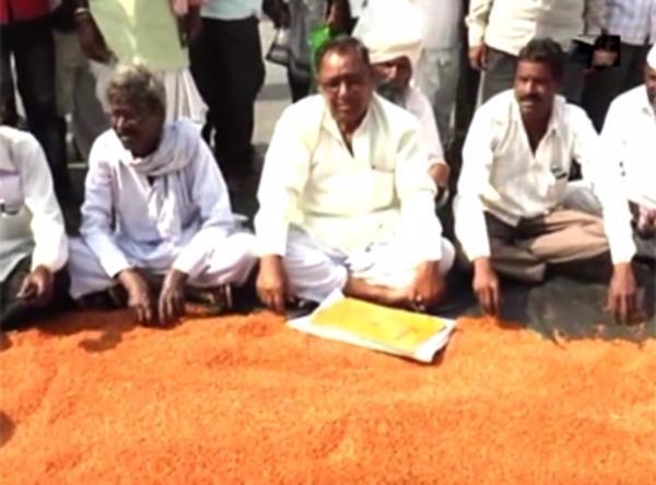 40 रुपये किलो भी नहीं बिक रही किसान की दाल, आम आदमी को चुकाने पड़ रहे हैं 100 रुपये