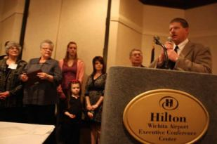 Kevin Ediger accepts the Hall of Fame honor for the late Garry Hostetler and his family.