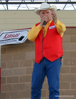 2012 Kansas Auctioneer Champion, Jeff Crissup, sells an item at the 2015 finals.