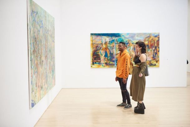 Museums in Kansas City - Couple looking at art on wall at Kemper Museum of Contemporary Art