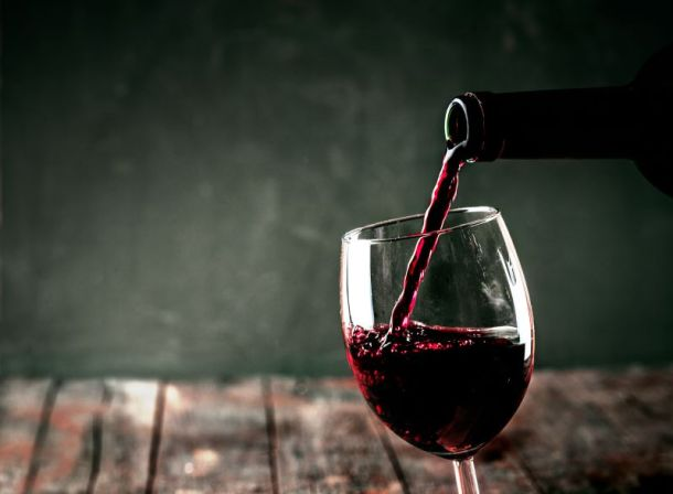 Kansas City restaurant deals - red wine being poured into a glass