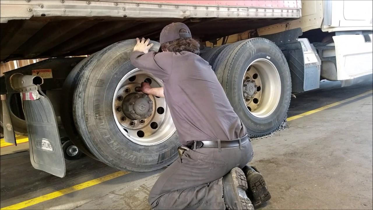 Flat Tire On A Semi Truck (Trucker Vlog Adventure #10)