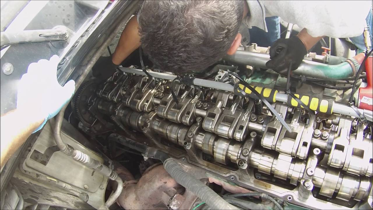 How to Replace an injector on a Semi-Truck.  Volvo D16 Engine
