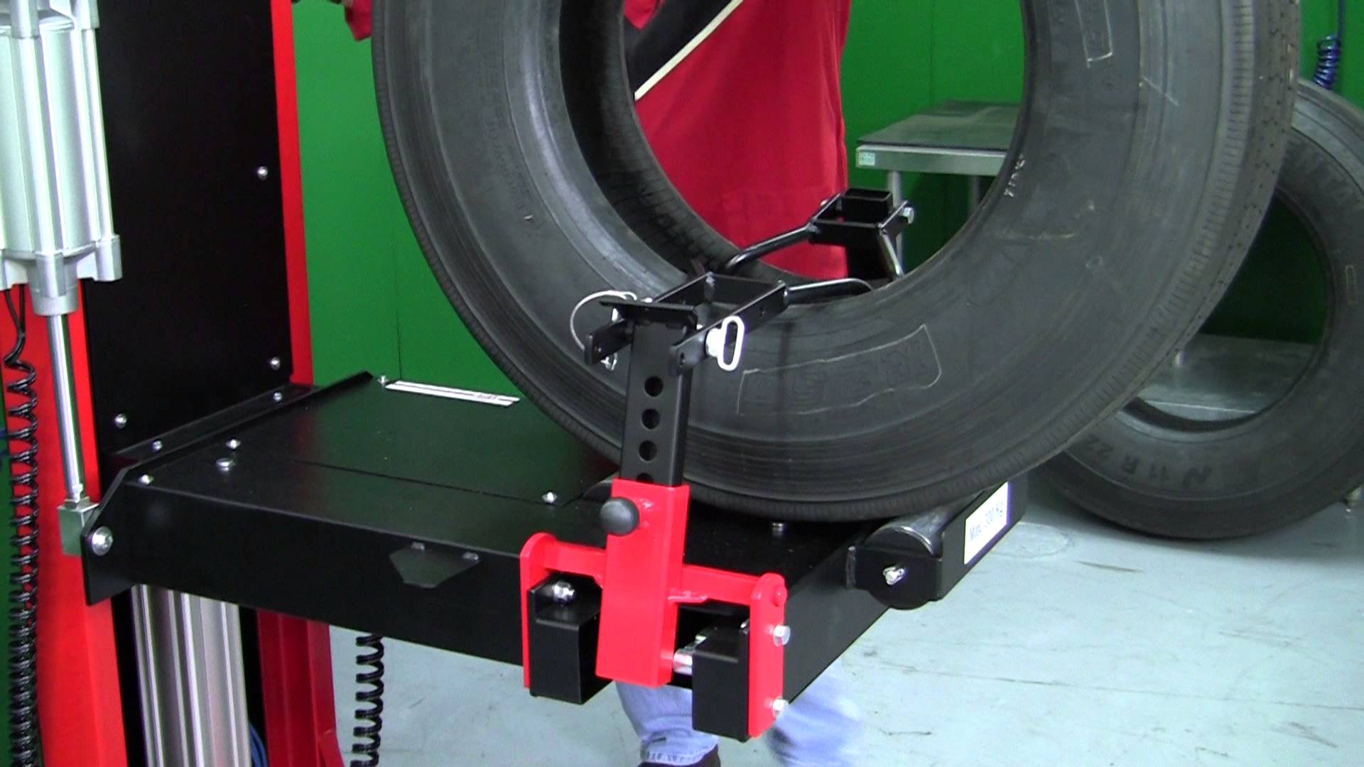 RHS-300 Commercial Tire Spreader from REMA TIP TOP