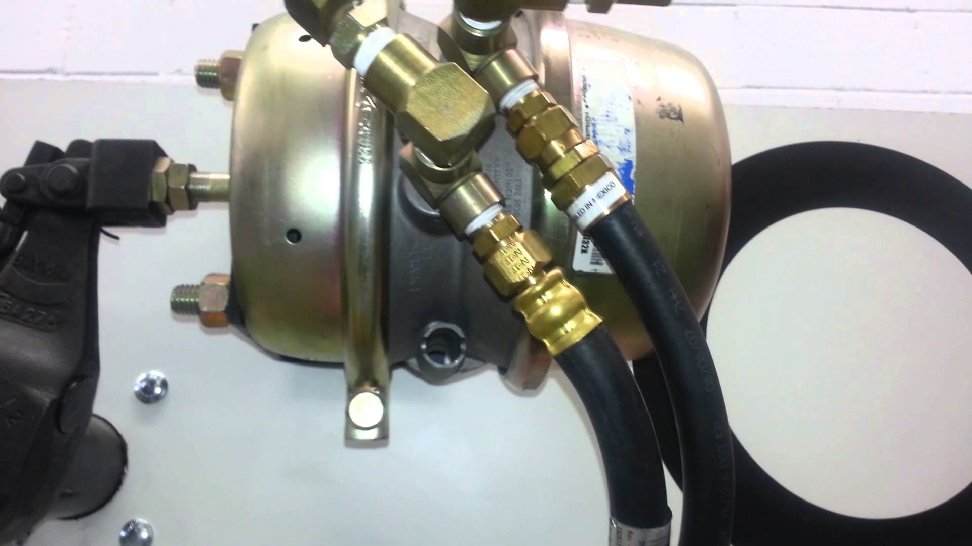 Quick release anti compounding valve operation