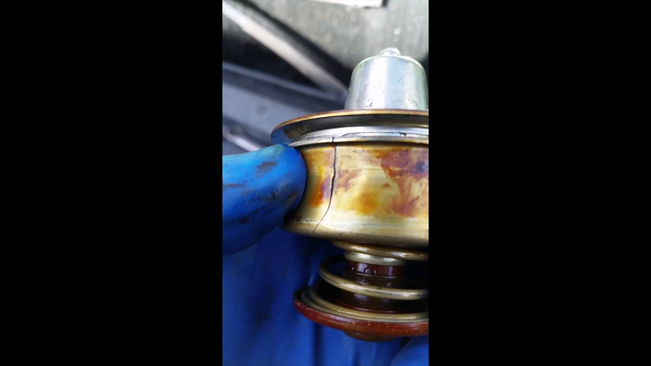 how to replace a thermostat on a 2007 International DT466