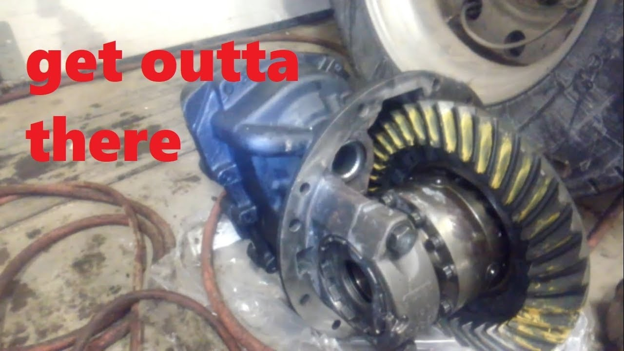 removing rear axle 3rd member on semi truck