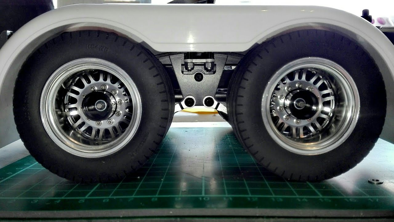RC TRUCKS | RC4WD LO RIDER TYRES ON THE REAR ? PIMP MY W900 GRAND HAULER