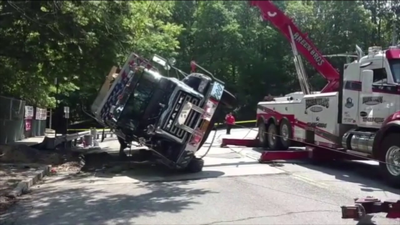 Breen Bros Towing Heavy Roll Over Recovery