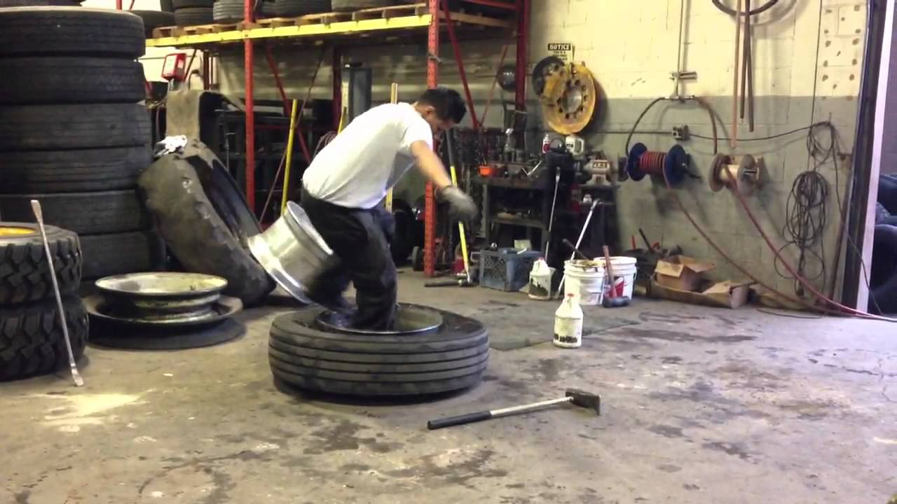 Semi truck tire demounting