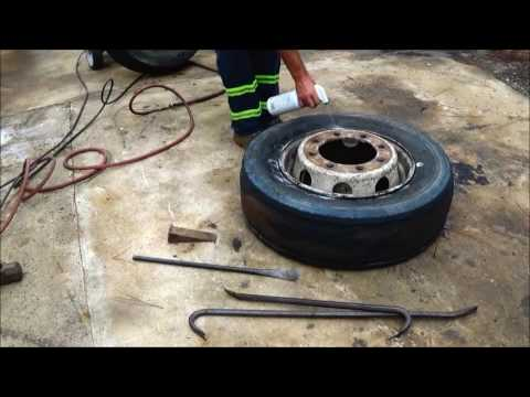 Changing A 19.5 Truck Tire