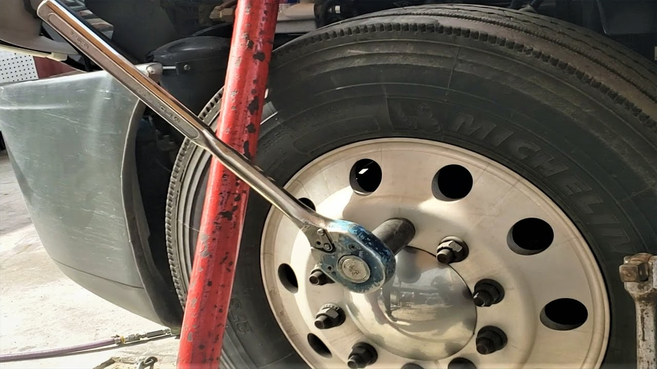 HOW TO LOOSEN LUG NUTS ON SEMI TRUCK TRUCK WITH BASIC HAND TOOLS / REMOVING 22.5 WHEELS ON TRUCK