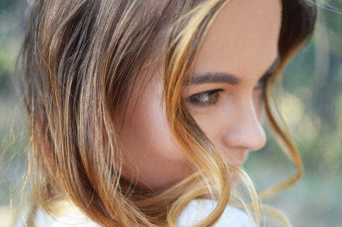キレイな肌を持つ若い女性の画像