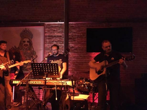 TAUS Haus Band