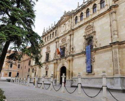 Universidad_de_Alcalá_-_Colegio_de_San_Ildefonso_fachada
