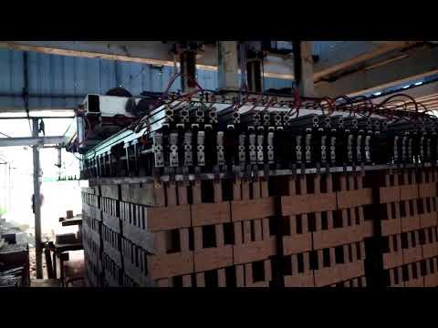 造磚廠自動化流水線作業,機械切磚成型在瞬間就完成