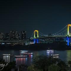 Iluminación especial en el Rainbow Bridge de Tokio