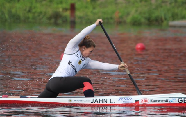 Lisa Jahn aus Berlin startet im Canadier-Einer über 200 m beim Kanu-Rennsport Weltcup Szeged 2021.