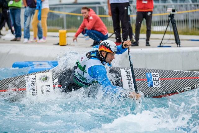 Franz Anton in einen Kanu-Slalom Kanadier.