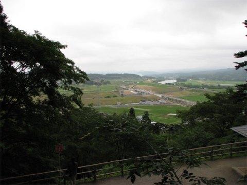 東物見台から眺める北上川