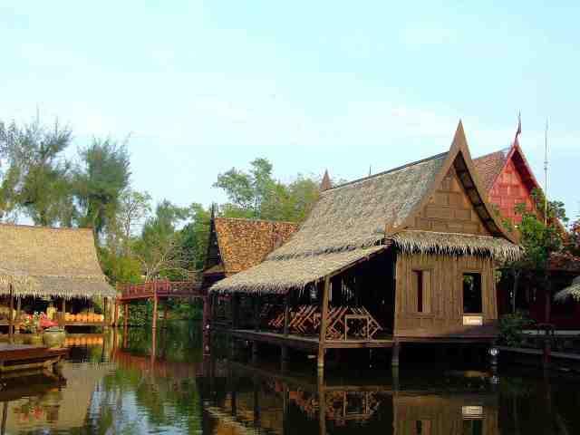 exemple de village traditionnel thai