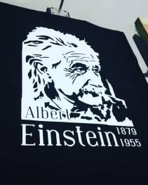 Kaos Albert Einstein karo cerutu