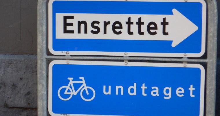 Schilder an Dänemarks Strassen – Ensrettet