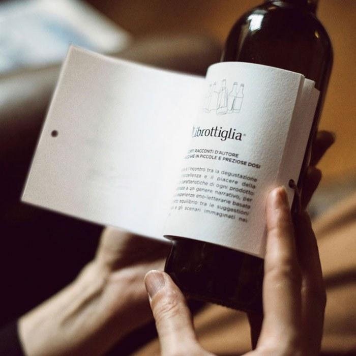 wine-bottle-reading-book-labels-librottiglia-5