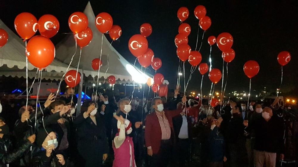 Cumhuriyet'in 97. yılına özel 97 adet balon gökyüzü ile buluştu