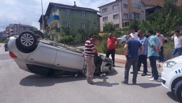 Direksiyon hakimiyetini kaybeden bayan sürücü otomobiliyle takla attı