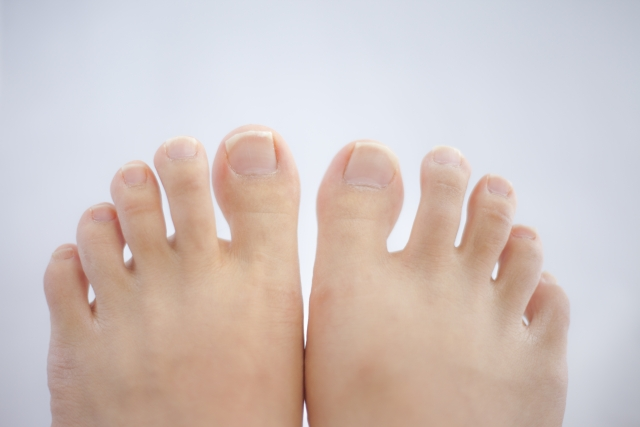 足の親指が痛い!靴選びの重要性と外反母趾について