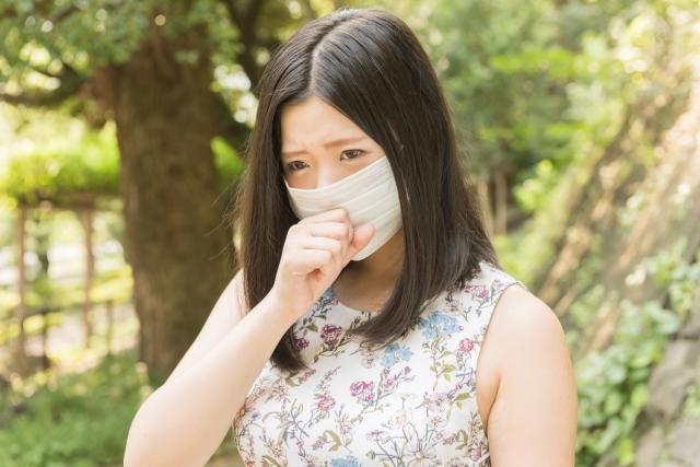 みぞおちが長引く咳で痛いときに考えられる原因と受診すべき病院