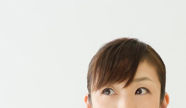 視界にキラキラした粉が現れるのはなぜ?原因と対策