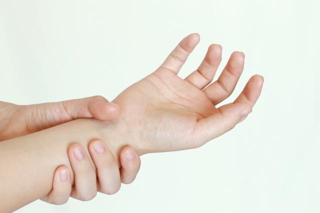 腕が筋肉痛のようにだるい…考えられる原因と対処法