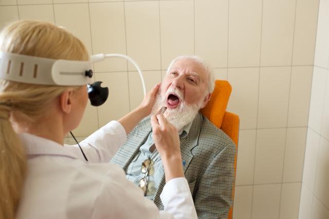 風邪の気になる症状!扁桃腺に生じる白いブツブツの正体