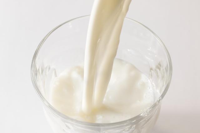 牛乳でカルシウムや鉄分を効果的に摂取する方法