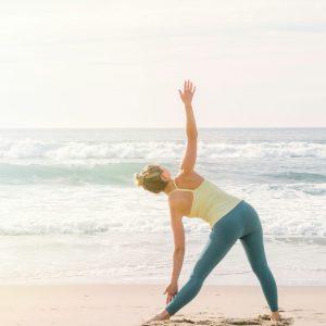 夏冷え対策におすすめ!体を温め、内臓を元気にするヨガポーズ5選